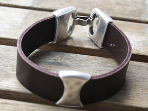 Slider i europeisk kvalitetsmetall för 20 mm brett läder.
