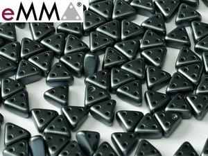 eMMA®, trekantig pärla med tre hål i färgen Pastel Dark Grey, 25037. 5 gram