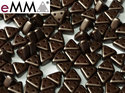 eMMA®, trekantig pärla med tre hål i färgen Pastel Dark Brown, 25036. 5 gram
