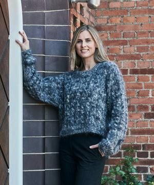 Sweater med flätor i Bella by Permin
