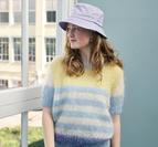 Kortärmad tröja med ränder i Bella by Permin