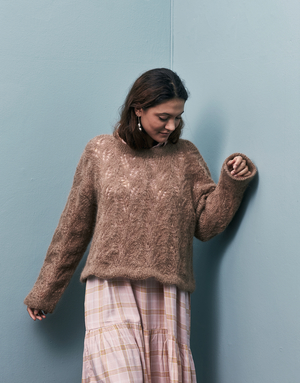 Sweater med hålmönster - Bella by Permin