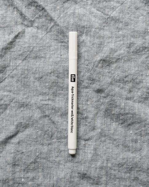White tric-marker pen from Prym