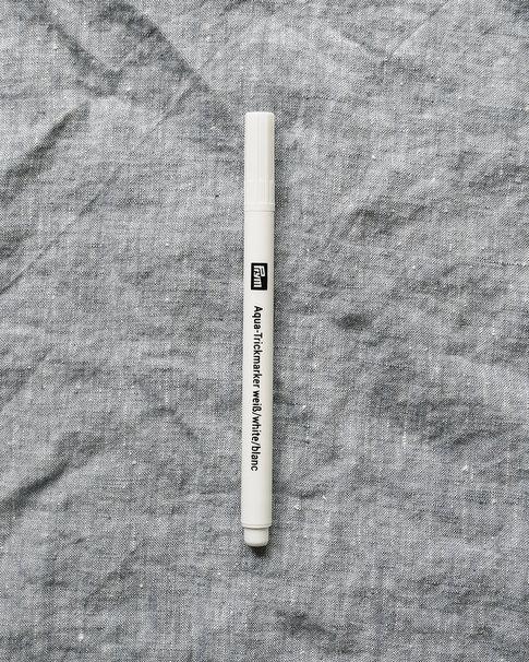 Vit vattenlöslig mönsterpenna från Prym
