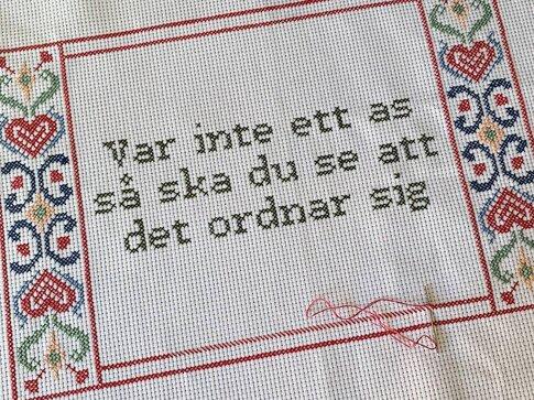 Cross stitch kit aida - Var inte ett as så ska du se att det ordnar sig - Katarina Wennstam