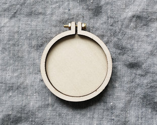 Mini embroidery hoops with brooch 5,5 cm from Dandelyne