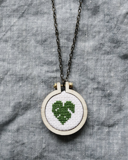 Mini embroidery hoops with necklace 4 cm from Dandelyne
