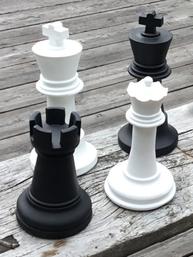 Schackpjäser olika sorter vit svart shabby chic lantlig stil