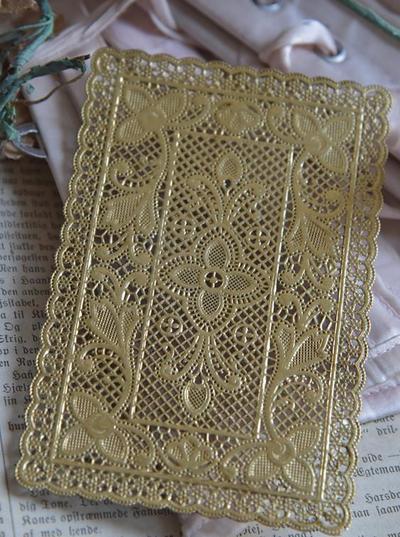 Dekoration i spets guld Jeanne d'Arc Living shabby chic lantlig stil