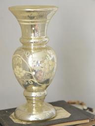 Vas Antique i fattigmans silver shabby chic lantlig stil