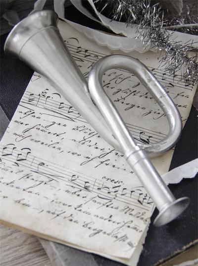 Gammaldags signalhorn trumpet shabby chic lantlig stil