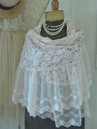 Stor romantisk sjal i spets Powder Rose Jeanne darc Living shabby chic lantlig stil