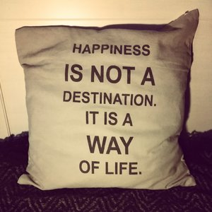 """Kuddfodral """"Happiness is not a destination"""", La finesse"""