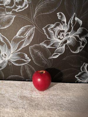 Äpple i trä röd, 5cm