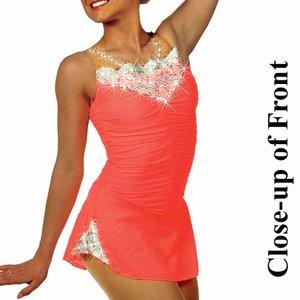 Korallröd klänning med kristallband i ryggen