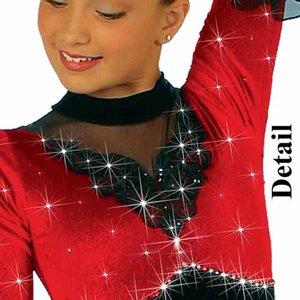 Svart och röd sammetsklänning