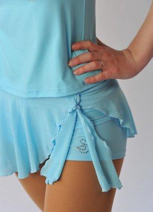 Hotpants i lycra med fastsatt kjol i krepp eller georgette