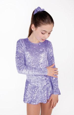 Långärmad klänning i svart eller lila silverskimrande sammet