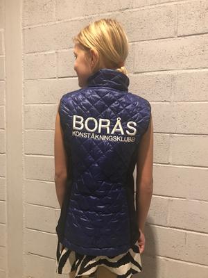 Blå klubbväst Borås konståkningsklubb