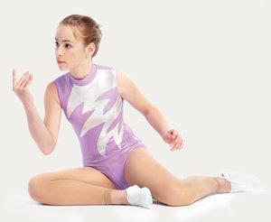Glansig ärmlös gymnastikdräkt med hög hals