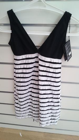 Svart-vit klänning från Sagester