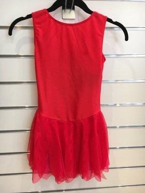Hallonröd klänning med flikig kjol