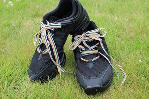 Regnbågsfärgade skosnören