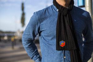 Ribbstickad halsduk med gamla ÖIS-loggan