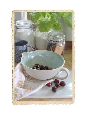 Spillkum/skål med handtag i två olika storlekar
