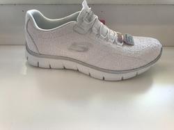 """Vit fin Skechers-sko med resår istället för snörning, Memory foam innersula """"Air Cooled"""""""