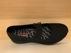 Skechers ballerinasko med Memory Foam innersula. Svart textil med resår över vristen. Lätt och skön.