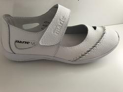 """Mjuk, skön sko i vitt skinn.  """" Sköna Marie"""""""