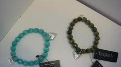 Baglady armband finns i turkos, grön, orange
