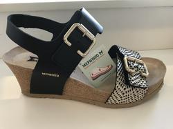 """Sandalett Mephisto """"Lissandra"""" med kilklack 6cm. Svart i skinn med skön soft-air innersula."""