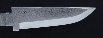 22R  Blad med 13C26 stål med nålhamrad yta, rak skaftinfattning