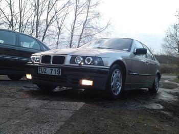 BMW E36 sedan. Bergkvara / Kalmar