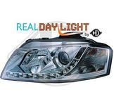 Audi..DRL = day running light.  Strålkastare med parkeringsljus i slinga...Ett par designstrålkastare