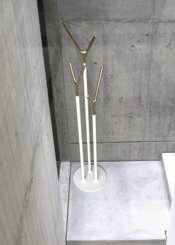 Frost Wishbone guld- klädhängare