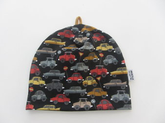 Små bilar på svart