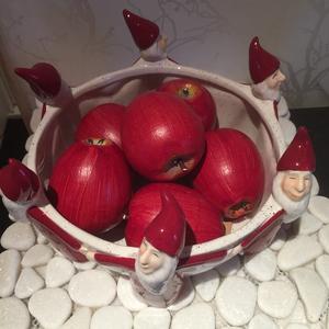 Skål,vit med röda tomtar, från Havresttime