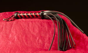Short 12 tailed Rubber-whip Red/Black