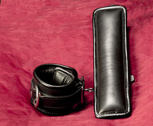 Lockable Padded Leather Handcuffs (different colors)