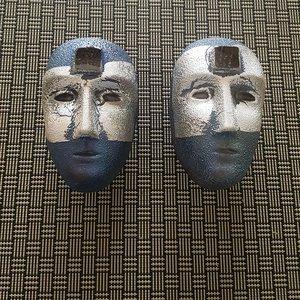 Big Brains Look In Blå/Silver med Metallstativ - Kosta Boda