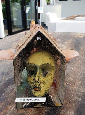 Skulptur med  Gult Ansikte  Unik