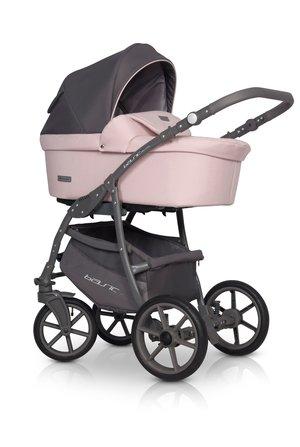 Euro-Cart  Passo  2-in-One Duokombi 2021   Svart/grå  Utan Bilstol art:1000-A. Finns  även i flera andra pastell färger)  Omgående leverans i Grå / svar  .Övriga färger Beställningsvara ! ! Köp gärna på Klarna
