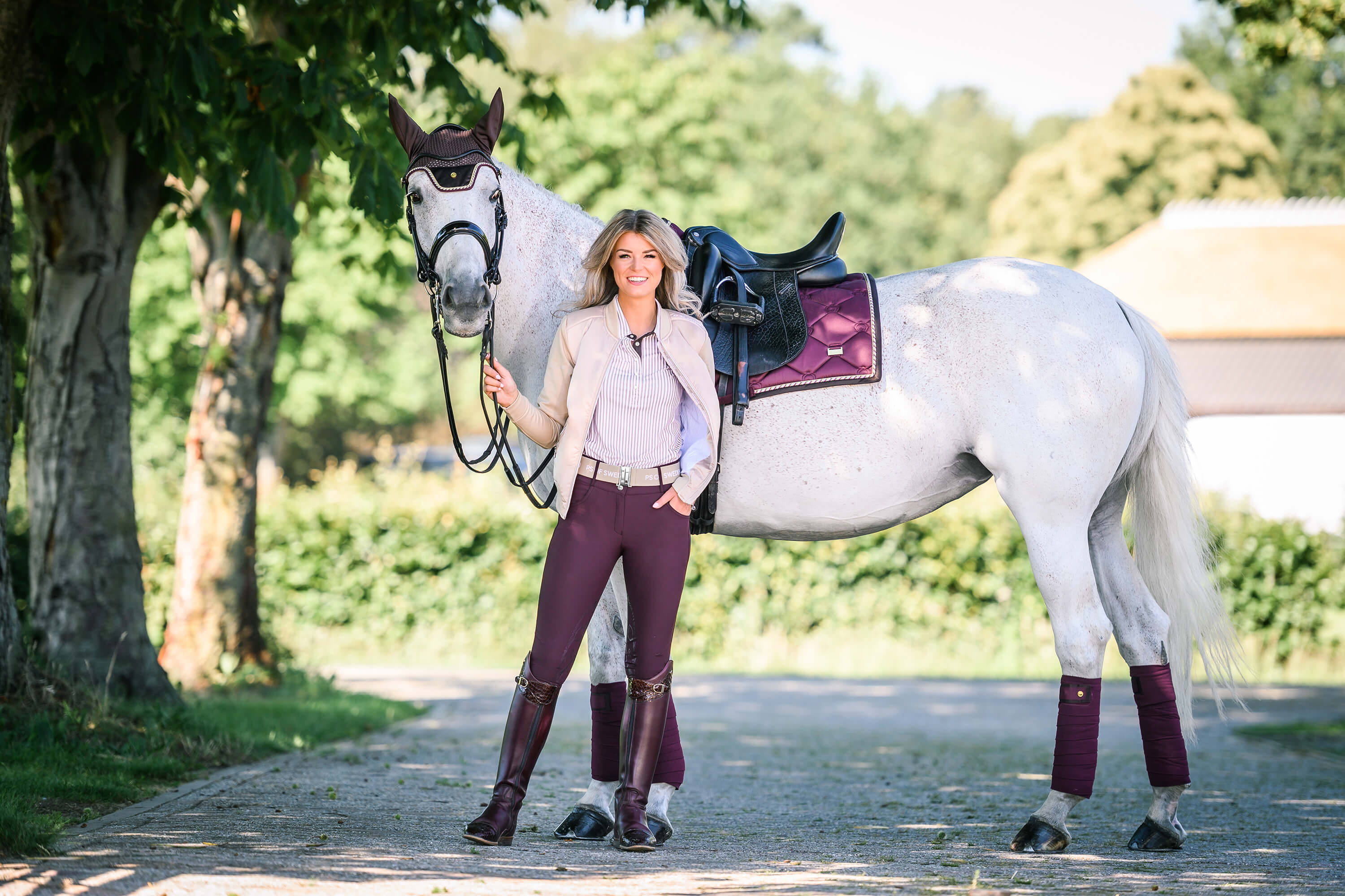 Dressage Saddle Pad In Size Full Burgundy Colored And Anatomically Shaped
