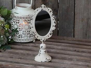 Spegel med dekor