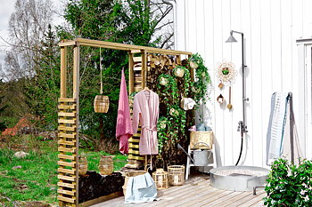 Mora Garden outdoor shower