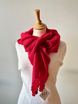 Matilde stickad scarf från KN Collection, lipstick red