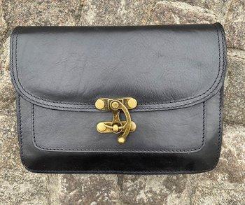 Italiensk skinnväska med mässingknäppning, 25x18x7 cm, svart